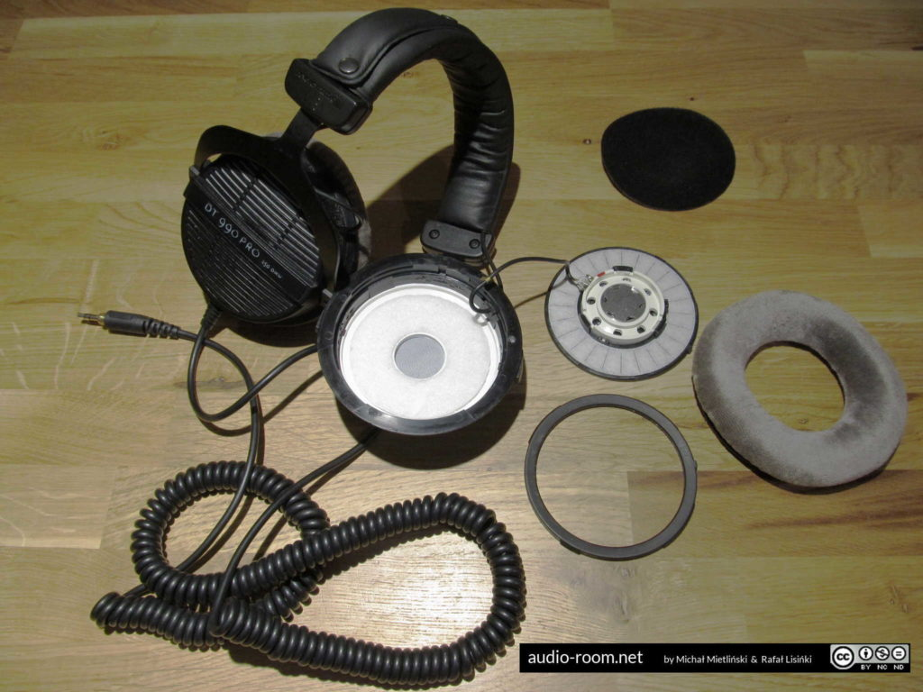 Beyerdynamic DT 990 PRO disassembled
